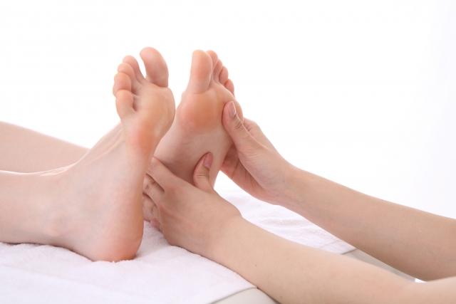 仙台の整体で足底腱膜炎に筋膜の施術を行うルーツ